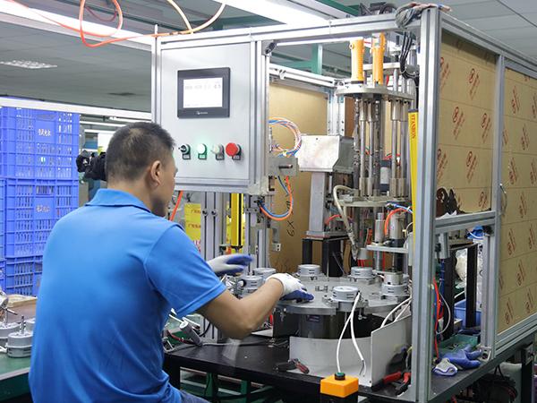 粤风电机-员工工作照